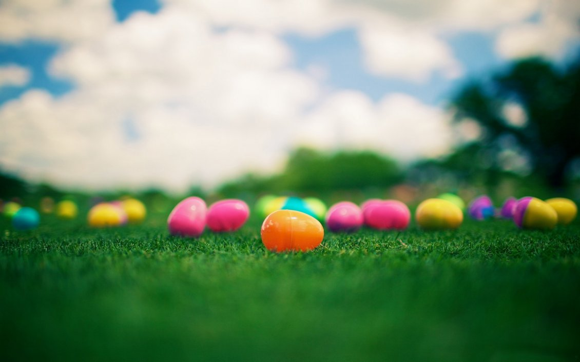Download Wallpaper Plastic Easter eggs on the grass - Happy Spring Holiday