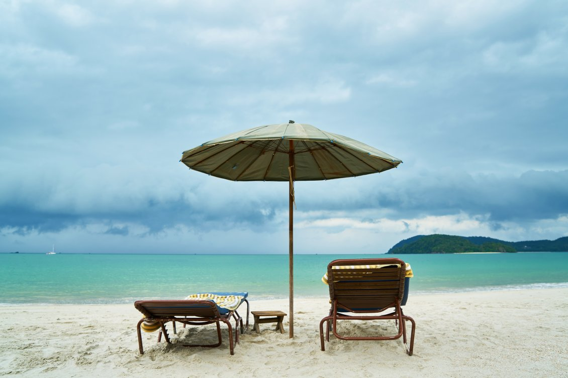 Download Wallpaper Summer chairs on the beach - Happy holiday