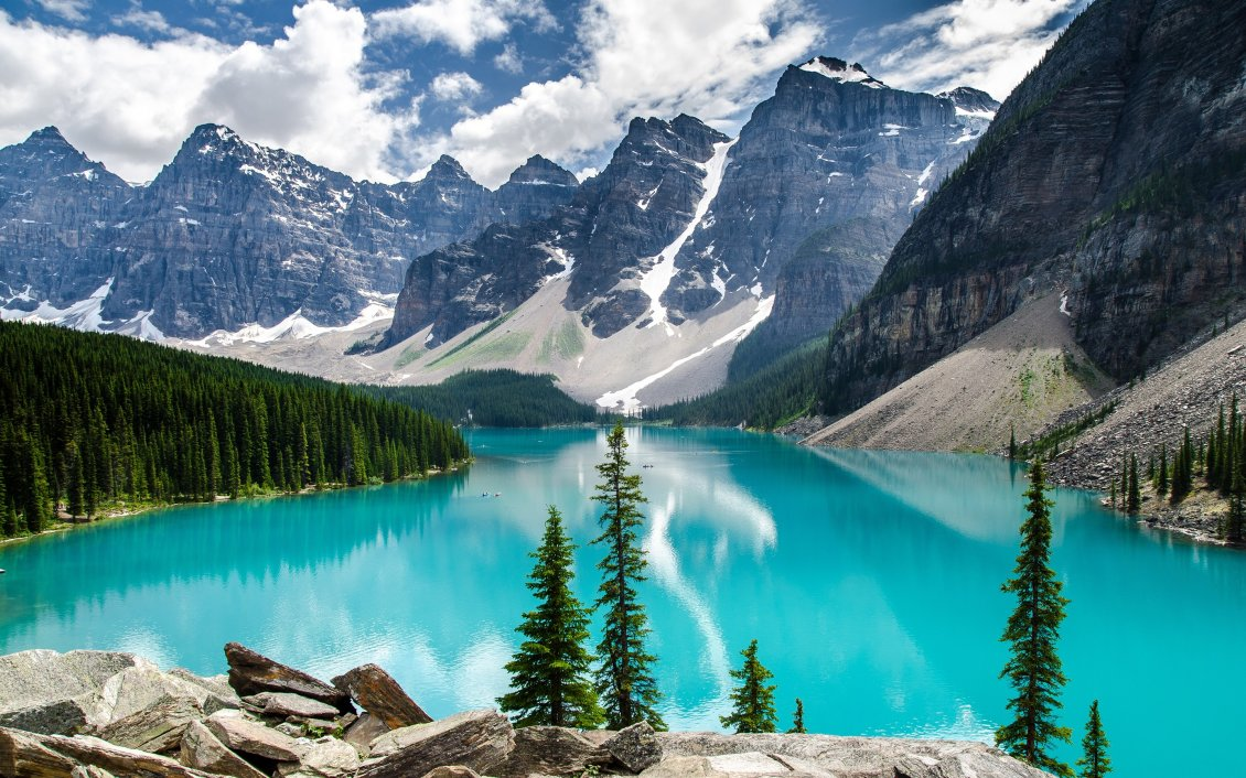 Download Wallpaper Moraine Lake National Park - Wonderful nature in the world