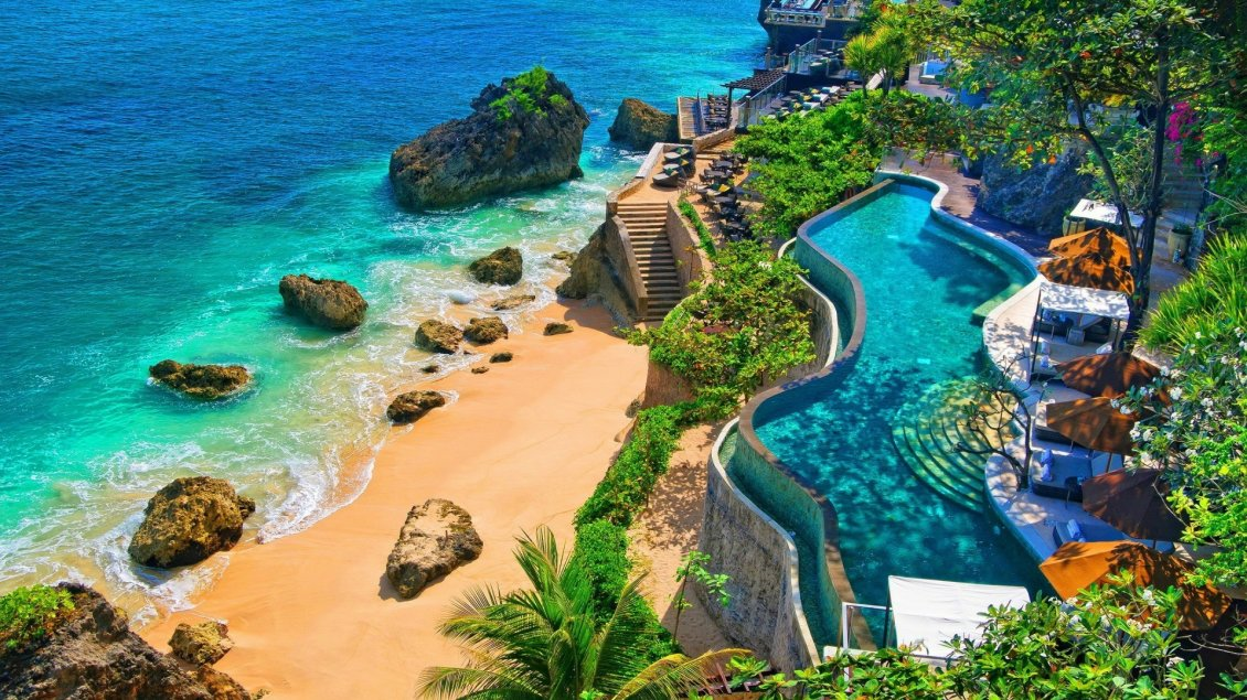 Download Wallpaper Wonderful pool and beach in Bali - Relaxing summer holiday
