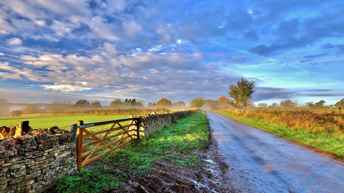 Download Wallpaper Sunrise over the country side road and fence