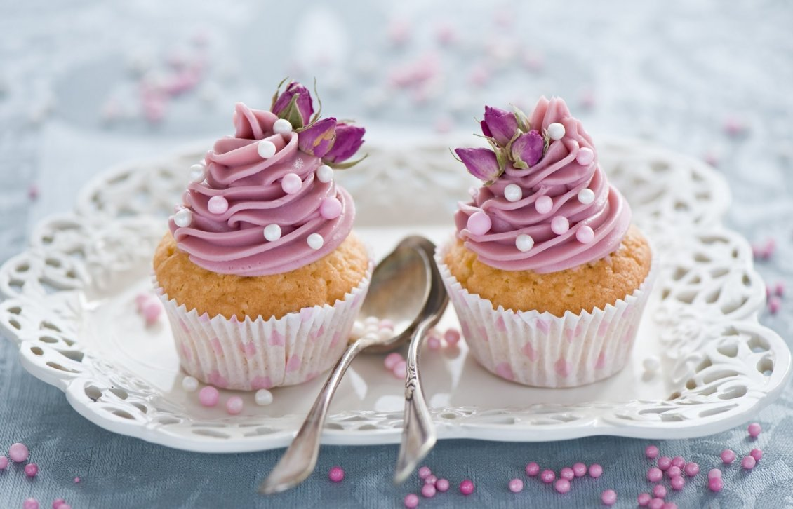 Download Wallpaper Two delicious muffins with pink cream - Flower for love