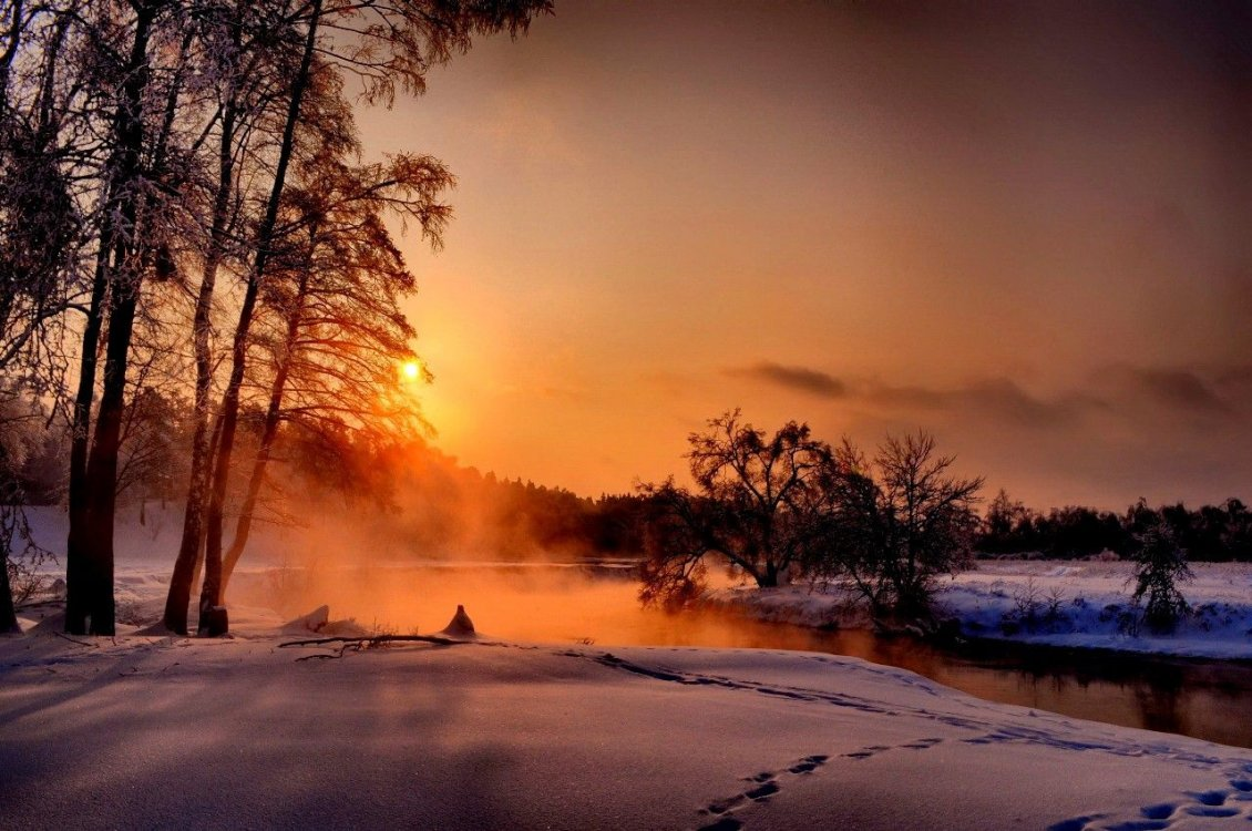 Download Wallpaper Good morning beautiful winter day - Foam over the lake