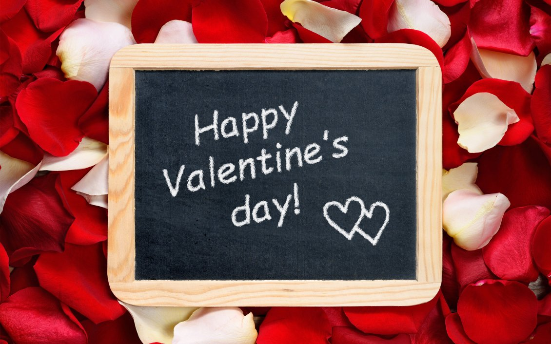 Download Wallpaper Happy Valentine's Day write on a blackboard - rose petals