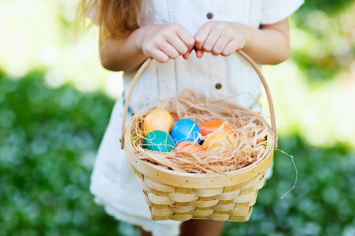 Download Wallpaper Easter eggs in a basket - Happy Spring Holiday