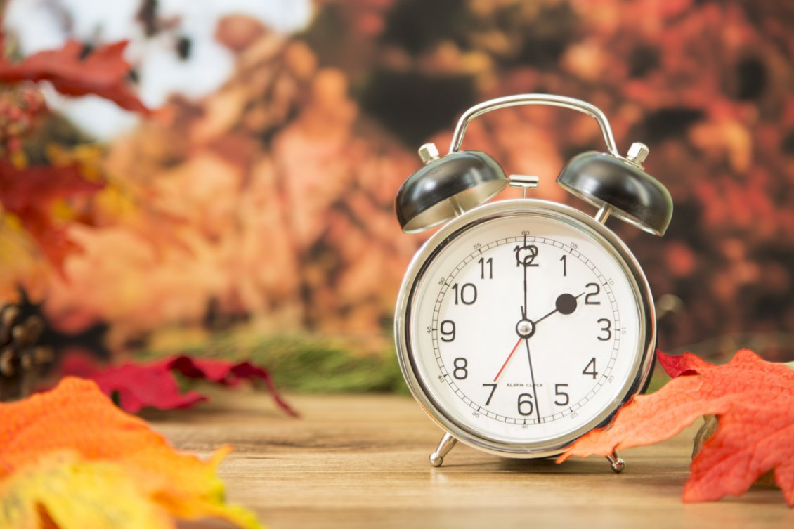 Download Wallpaper Two o'clock in a wonderful autumn day