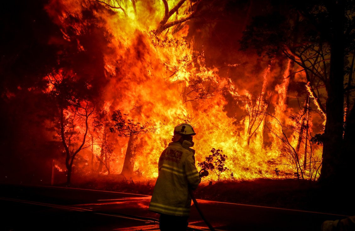 Download Wallpaper Fireman do his job - Stop the fire from Australia continent