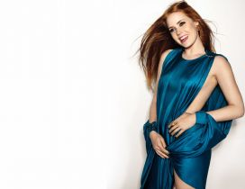 Amy Adams in blue silk dress and with his hair in wind