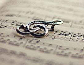 Silver musical note - relaxing time