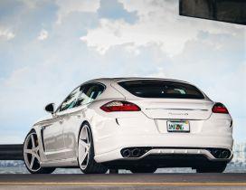 Amazing White Porsche Panamera 4S