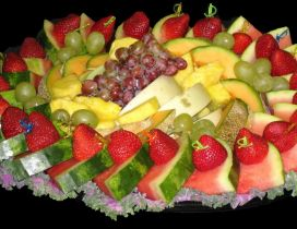 Many pieces of fruits arranged on a plate