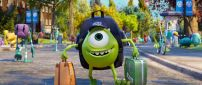 Monster University - Green monster with two suitcases