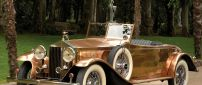 Rolls Royce Phantom in the park