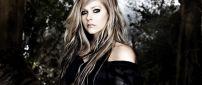 Avril Lavigne in black in the forest