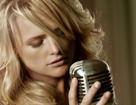 Blonde Miranda Lambert sings at the microphone
