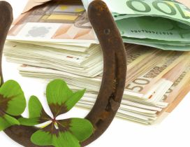 A horseshoe, a four leaf clover and a lot of money