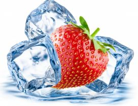 Strawberry between the ice cubes