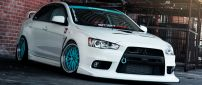 White Tuning Mitsubishi Lancer Evo X with blue wheels