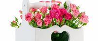 Love roses - Pink flowers in a basket with handle