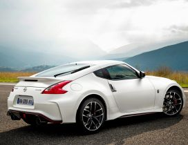 White Nissan 370Z - Sport car wallpaper