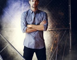 Shane West in blue shirt - Celebrity poster