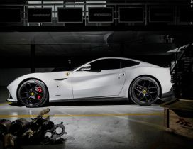White Ferrari F12 Berlinetta - Beautiful sport car