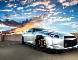 Stunning Silvery Nissan GT-R35 front view