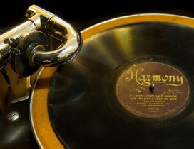 Old golden phonograph - Music wallpaper
