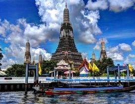 The gorgeous Wat Arun Temple