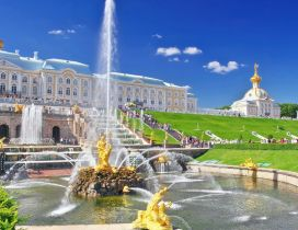Amazing fountain from front of Peterhof Palace