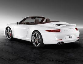 White convertible Porsche 911 Carrera S