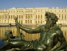 Palace of Versailles and a statue - France wallpaper