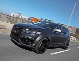 Black Silver Fostla Audi Q7 on the road