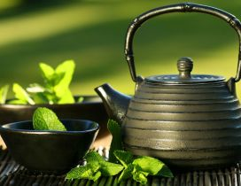 Old kettle - tea with mint