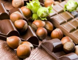 Big hazelnuts and chocolate - delicious wallpaper