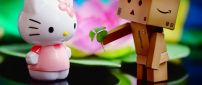 The love between Hello Kitty and Amazon box - cute wallpaper