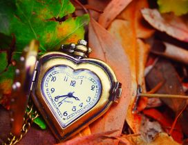Heart clock - It's Autumn time