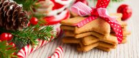 Ginger star biscuits for Christmas night - HD wallpaper