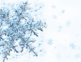Perfect snowflake on a frozen window - HD wallpaper