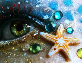 Starfish and crystals on a mermaid face - Beautiful makeup