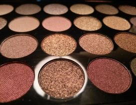 Natural colors for a professional makeup - HD wallpaper