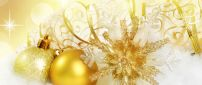 Golden Christmas and balls accessories - Happy gifts
