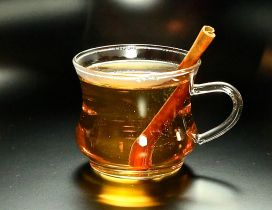 Cinnamon stick in a cup of hot fruit tea