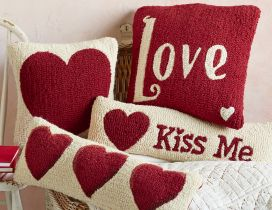 Love and kiss me - Happy Valentines Day red hearts