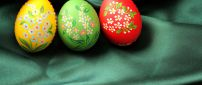 Wonderful flowers painted on Easter eggs - Happy Holiday