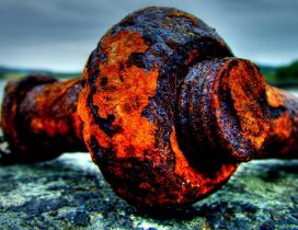 Big rusty piece of iron near the water - HD macro wallpaper