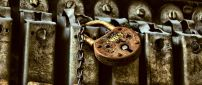 Old and rusty lock in the mailbox - HD wallpaper