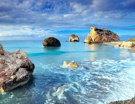 Wild beach with rocks - Wonderful water landscape