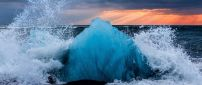 Big ice on the ocean - Cold winter water